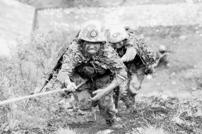 迎难而上:第13集团军驻川某团进行侦察破袭训