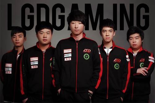 LGD战队莅临华硕F5创享网咖英雄联盟挑战赛