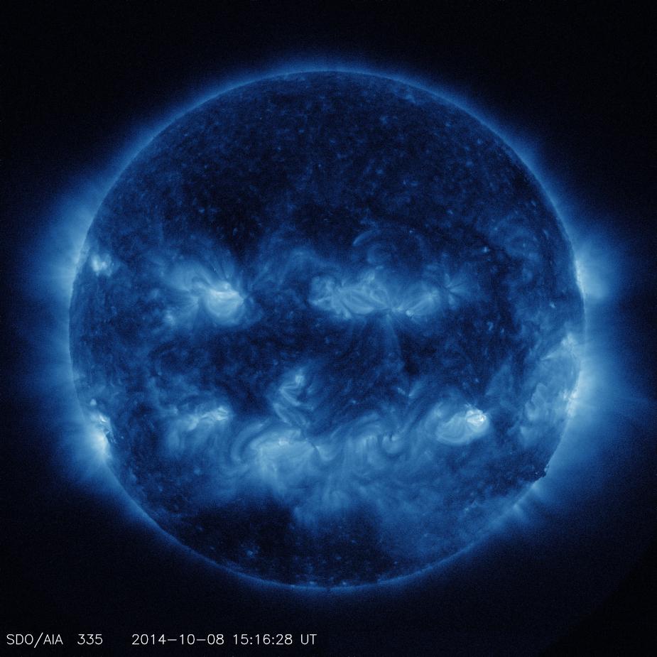 拥抱太阳的月亮国语_美国宇航局公布太阳合成图像 仿佛巨型南瓜灯-搜狐滚动
