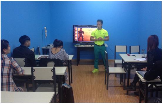 国际健美冠军来香港体协健身教练培训机构授课