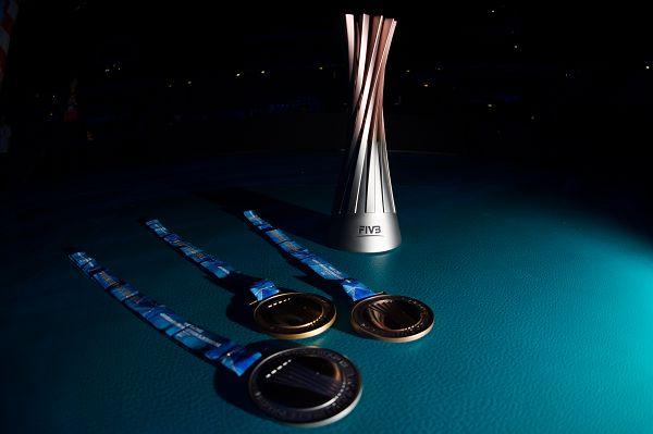 图文:女排世锦赛奖杯奖牌 金银铜牌和奖杯