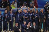 图文:女排世锦赛颁奖 美国冠军