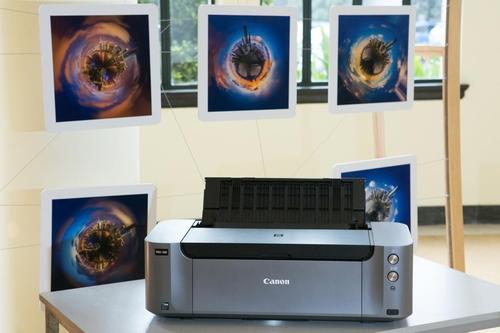现场展出的佳能PRO-100影像级专业照片喷墨打印机