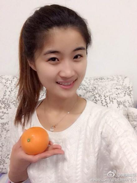 他用橙子模特相片做广告