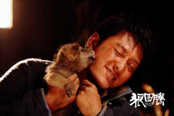 冯绍峰与小狼亲密