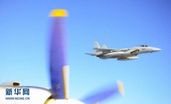 资料图:日本战机挂弹跟踪我军运8曝光