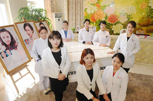 岛城某大型韩式整容医院的员工