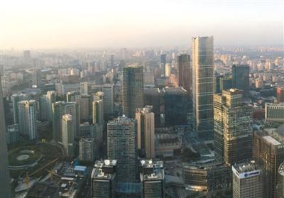 机构统计显示,今年第三季度,北京CBD商圈平均租金达每月每平方米393.3元,同比上涨了3.18%。胖毛/CFP