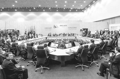 年7月15日,金砖国家领导人第六次会晤在巴西福塔莱萨举行.  人民图片