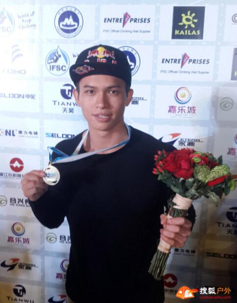 钟齐鑫夺得攀岩世界杯收官战冠军,总积分排名第四