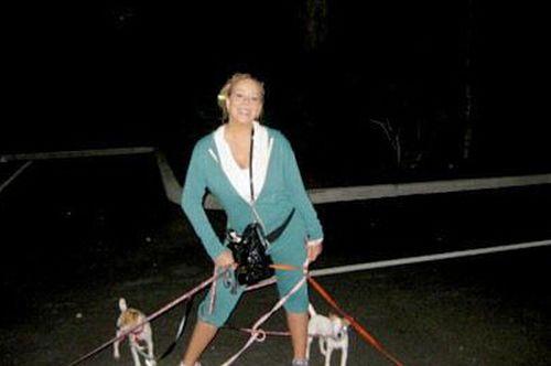 玛丽亚凯莉爱狗成痴,曾带5只小狗出门健身