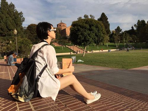 戚薇晒出在美国游学的照片