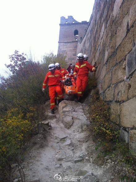 60岁外籍女游客被困野长城 消防官兵成功救援