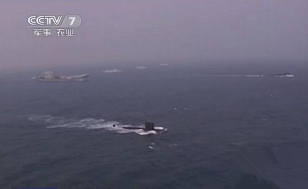 视频截图:10月20日,中央电视台军事报道采中国海军首艘航母辽宁舰机电长楼富强,并曝光辽宁舰最新罕见画面。