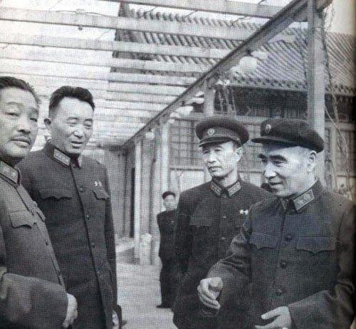 贺龙与林彪合照贺龙与林彪合照。