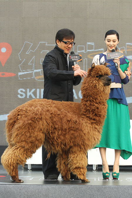 《绝地逃亡》发布会今日在北京举行,主演范冰冰、 成龙现身。(点击进入组图)