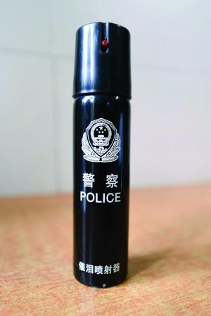电警棍、辣椒水也是校园保安的标配
