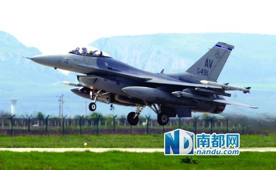 北约F-16战机起飞,对俄罗斯侦察机实施拦截。