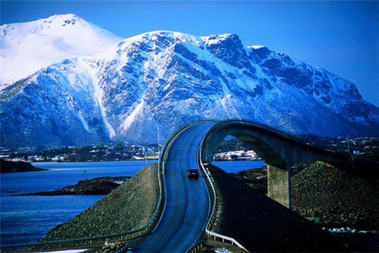 难以置信的美景 游戏世界般惊险的公路