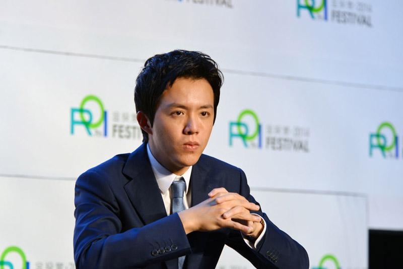 牛津英�y�fy�d_人民网总裁,总编辑廖珁对话wpp中国首席执行官李倩玲,著名主持人曹