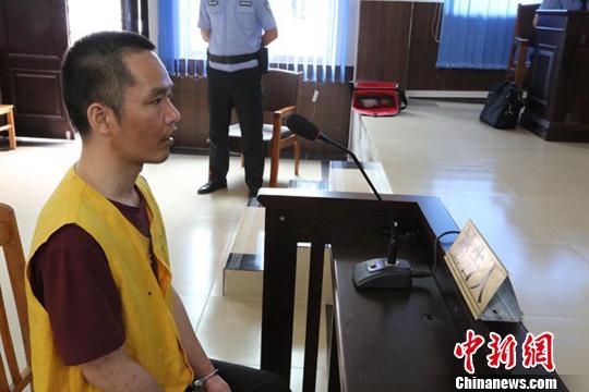 图为被告人何深国在二审庭审现场。 黄琼 摄