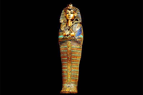 古埃及法老王他-图坦卡蒙的陵墓并没有藏在高高的金字塔中,而是建在地下,因此在很图片