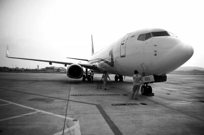 昨日,福州航空引进的第二架客机从海口飞抵长乐机场