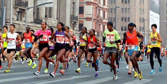 跑馬拉松的圖片搜尋結果