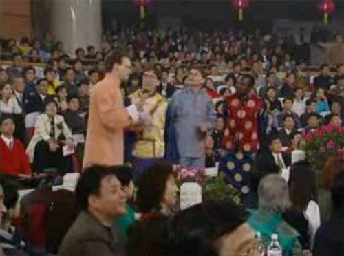 1999年春晚:大山(加拿大)、卡尔罗(南斯拉夫)、露露(贝宁)、莫大伟(美国)
