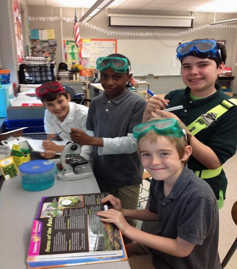 """格雷戈里小学学生进行""""水耕栽培对抗微重力""""实验,研究在太空进行水耕栽培是否比在地球更高效(网页截图)"""