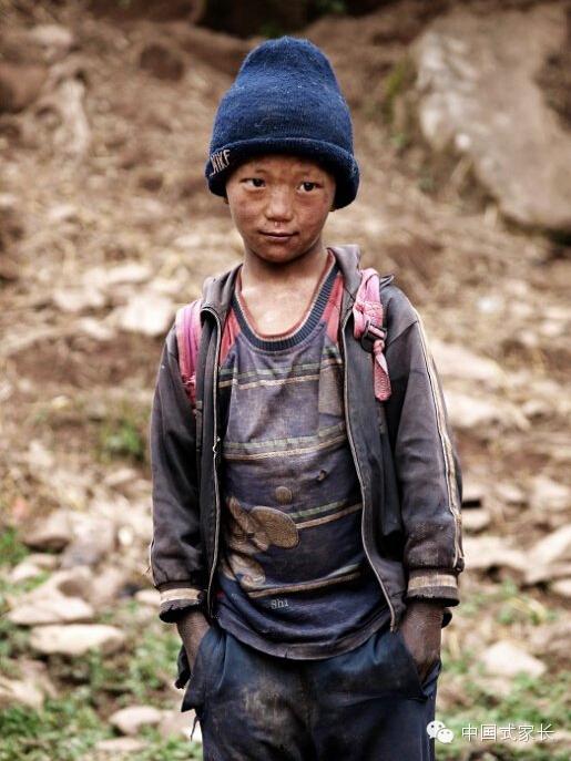 再穷不能穷教育,过了这座山,里面还有我们的孩子 ... : 小学校 算数 : 小学校