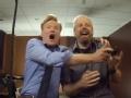 《柯南秀片花》柯南体验最新《使命召唤》 曝恶搞宠物救助视频