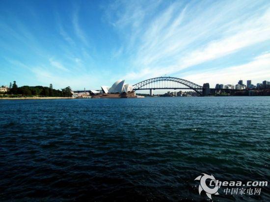 海信LED65XT810X3DU的设计灵感来自于悉尼大桥