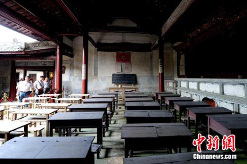 """百年宗祠见证了中共党史上一次重要的会议""""古田会议""""的召开。"""