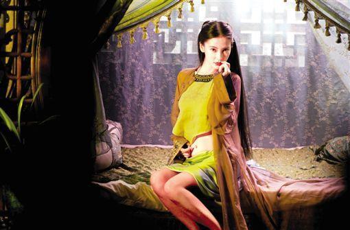 回归造型阵营!Angelababy新片性感女神破表赵丽颖性感女神图片