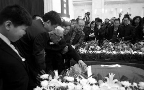 刘志丹女儿刘力贞遗体告别仪式昨举行