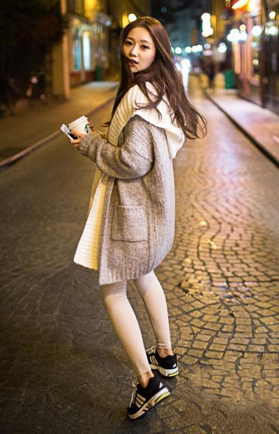长款毛衣外套搭配紧身裤