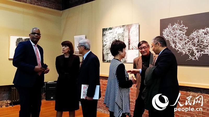 全美华人美术教授协会主席丛志远在致辞 殷淼 摄