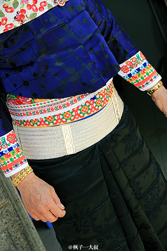 这是美女玲外婆的银腰带.图片