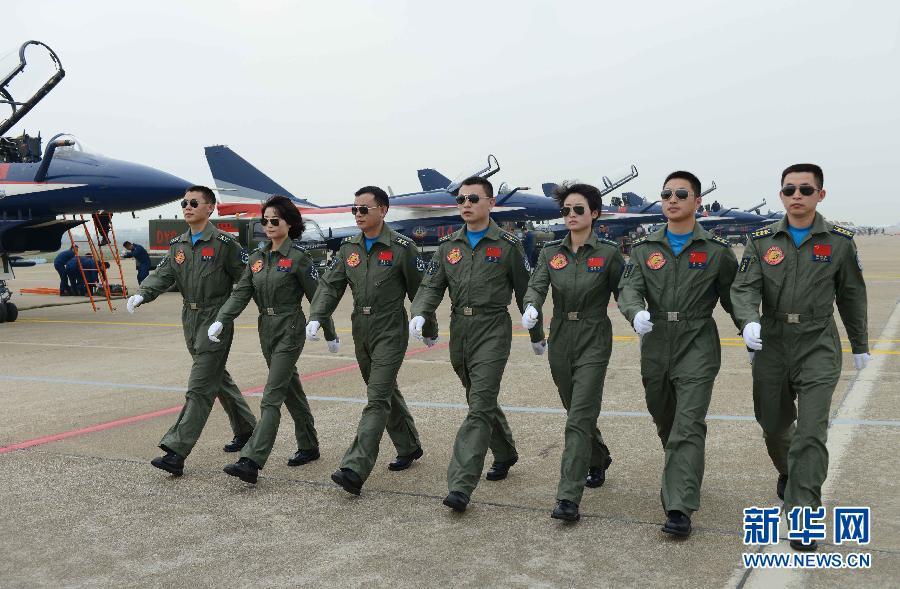 中国空军女飞行员 领舞 中国航展 组图