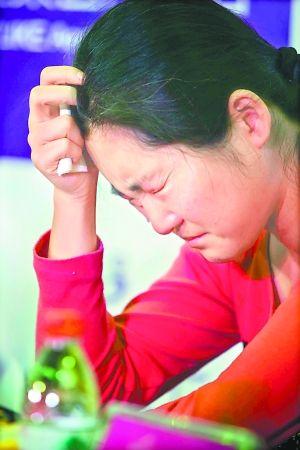 女子赴韩整形失败鼻孔朝天 医院示威被泼方便面