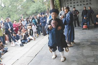 天井寨侗族傩戏班被请到了乌镇