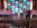 《艾伦秀第12季片花》S12E46 现场观众六人同穿一件毛衣