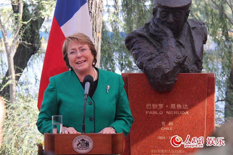 智利总统为袁熙坤创作雕像揭幕 刘媛媛应邀致辞