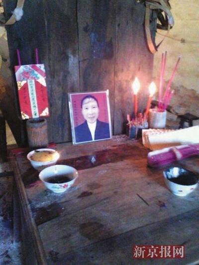 死者家属在家中所设祭台。