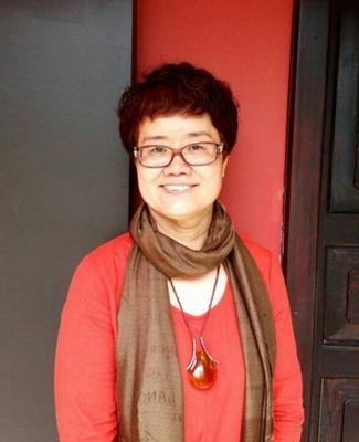 王红,女子徳慧大学堂创始人、校长。