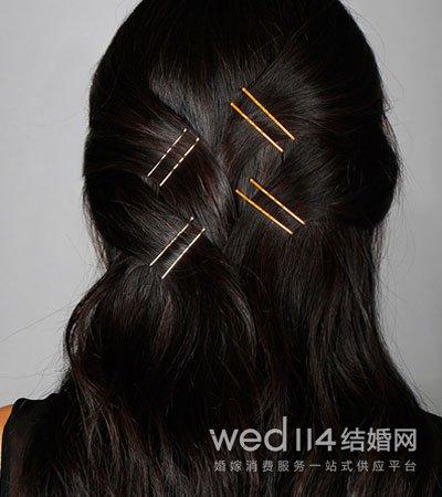 黑发卡太老土 7种方法教你戴上彩色时髦发卡