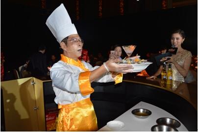"""中国八大菜系之闽菜名厨烹饪极致美食——""""百威金尊冰镇鲍鱼"""""""