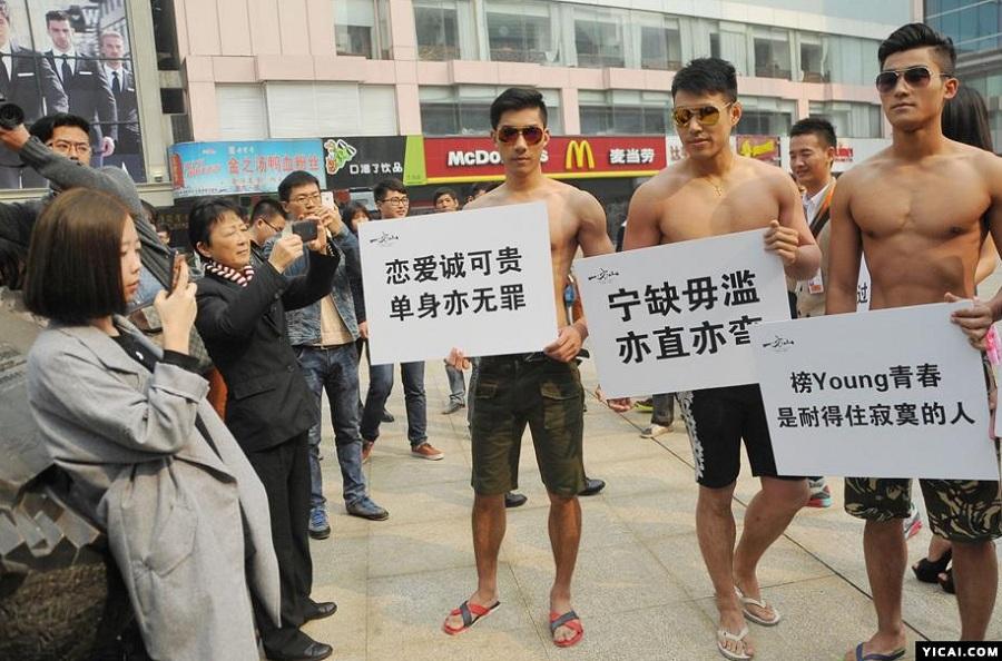 """中国超级富豪的""""败家""""记录(组图) - 2014年最新新闻事件"""
