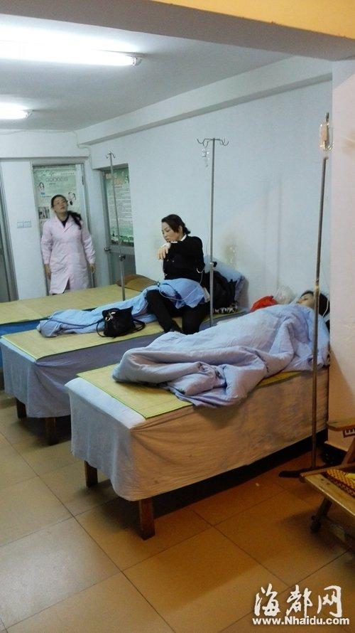 观风亭社区卫生所里,不少患者正在输液